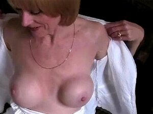 Amateur Mama Sperma schlucken