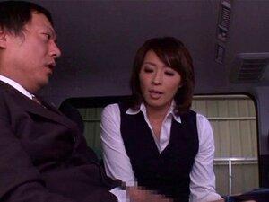 Die vollbusige asiatische Frau Himeki Kaede wird von Ehemann und seinem Angestellten gefickt