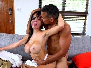 Victoria June ölt ihre großen Brüste vor Hardcore-Sex ein