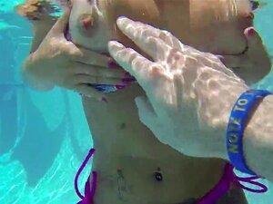 Ein Mofo fickt die Freundin seines Freundes Cece Capella am Swimmingpool