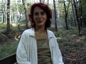 Wald im granny nackt Nackt im