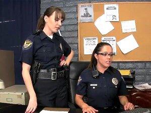 Weiblicher Polizist fickt schwarzen Kerl
