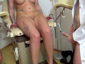 Beim nackte frauenarzt frauen Nackte Inez