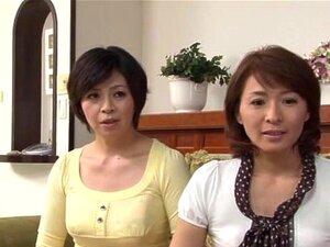 Reife japanische Hausfrau Waka Kano wird zu Hause in die Titten gefickt
