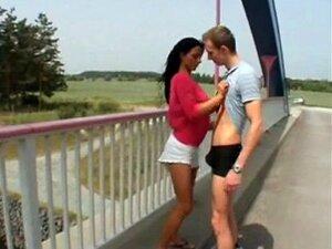 Unter Öffentlicher der Brücke Sex Punk