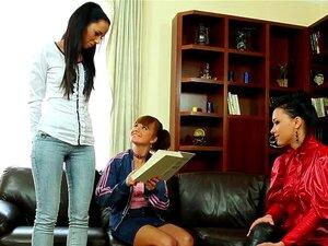 Lesbische Tutorin verführt Studentin