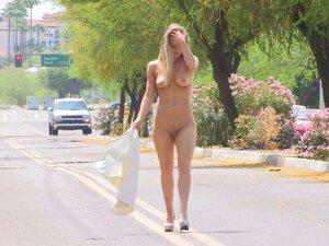 Frauen öffentlich nackt