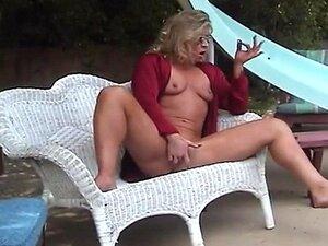 Reife damen nackt im garten