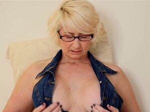 Brille reife frauen nackt mit Reife Frau