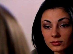 Jasmine Vega bekommt ihre zierliche spanische Muschi hart gefickt