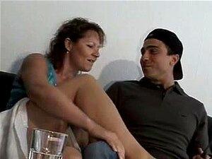 Mann nackt reife frau junger Hübscher junger