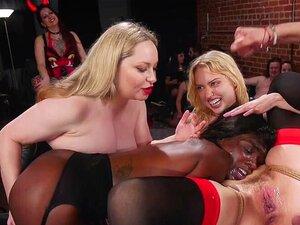 Ana Foxxx lässt kleinen Stiefbruder ihre enge schwarze Muschi hämmern