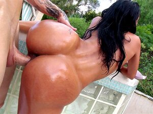 Abby Lee Brazil geht mit rauer DP um und zeigt ihren großen Latina-Hintern