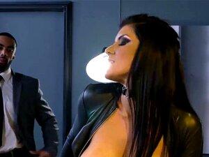 Die kurvige Romi Rain bekommt ihre MILD Muschi mit einem großen schwarzen Schwanz gefüllt