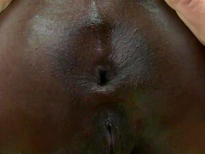 Ebenholz thot Mya Mays fühlt sich glücklich mit einem großen weißen Schwanz in ihrem schwarzen Arsch