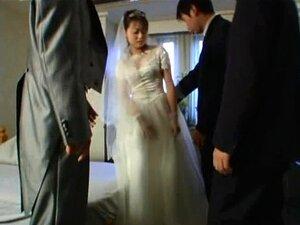 Die wunderschöne Braut Alix Lynx wurde in der ersten Hochzeitsnacht gefickt