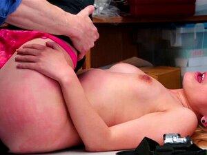 Alexa Raye leckt den Arsch eines Typen und reitet seinen Schwanz bei einem Casting