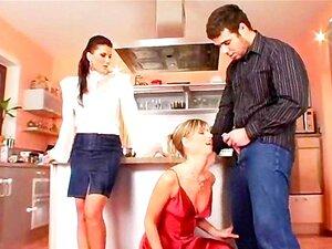 Schlampe Küche ficken Blowjob Kopf