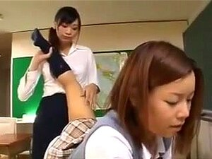 Student leckt Lehrerfüße