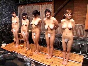 Japanische Mädchen sind nach einer massiven Orgie total erschöpft