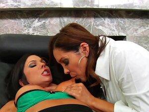 Erfahrene MILFs Angela White und Francesca Le werden in den Arsch gefickt und mit Sperma gefüttert