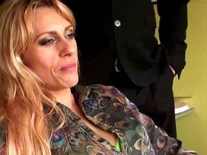 Anale Orgie mit den versauten MILFs Nikita Belucci und Brittany Bardot im Gefängnis