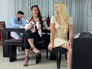 Saftige Latina-Mama mit riesiger Beute Miss Raquel wird richtig gut geknallt