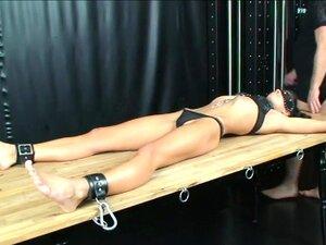 BDSM-Schlampe Charley Chase wird von wütendem Meister durchgefickt