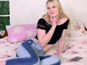 Er fickt die schöne blonde Teen Lily Rader in ihre winzige Fotze