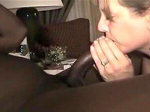 Vina Sky befriedigt Riesenschwanz im Bangbus mit ihrer zierlichen asiatischen Muschi