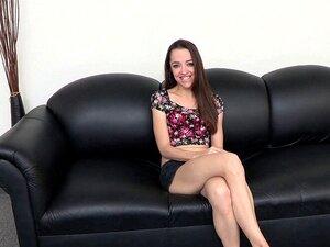 Arteya Dee nimmt Sperma auf die frechen Titten, nachdem sie sanft gefickt wurde