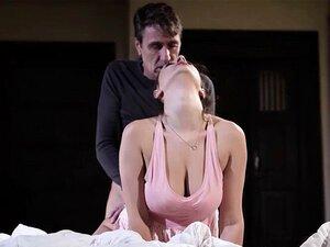 Ashley Adams wird von einem wütenden Mann in ihre haarige Muschi geknallt