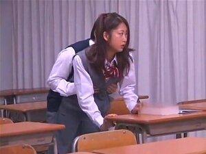 Die verspielte japanische Gurl Marai Haneda macht es mit ihrer fleischigen, behaarten Cooch