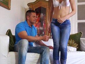 Der schöne ukrainische Teenager Abril Gerald neckt mit ihrem makellosen Körper