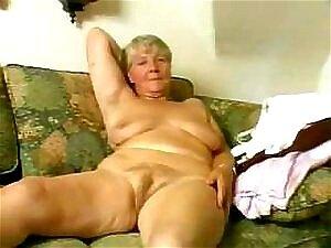 Nacktfotos omas Russische Frauen
