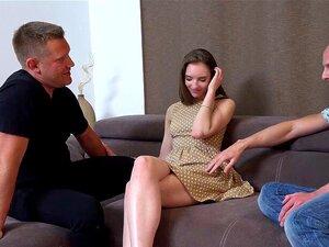 Emily Willis mit verbundenen Augen denkt, sie fickt ihren Freund, aber es ist ihr Stiefvater - POV