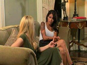 Heiße Mütter Francesca Le und Dana Vespoli haben leidenschaftlichen Lesbensex