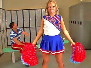 Cheerleader gefickt Umkleideraum