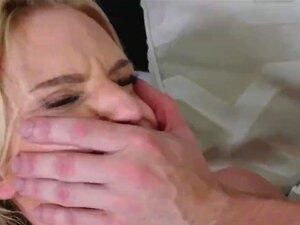 Erwischt Dusche Sex Fast Stiefgeschwister erwischt