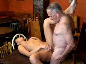 Alter Mann fickt Freundin