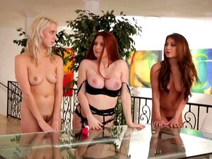 Nackt hausmädchen Frauen die