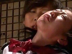 Junge japanische Hausfrau Emi Sasaki betrügt bösen Stiefvater
