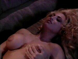 Rebecca Wild  nackt