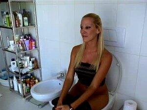 Hot Blonde Toilet Handy Pornos - NurXXX.mobi