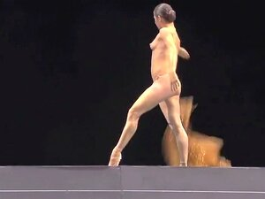 In der oper nackt Nackttheater in