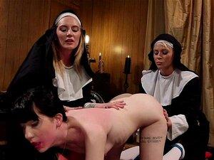Die fette Arschsklavin Ingrid Mouth wird hart geprügelt, bevor sie mit dem Meister hart gefickt wird