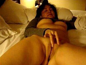 Nackt breit frauen beine Ehefrau Nackt