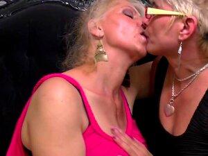 Mama lehrt lesbischen Flotter Dreier