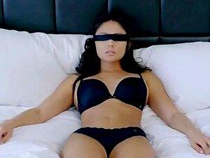 Hardcore-Bumsen der verliebten brünetten Schönheit Ariana Marie