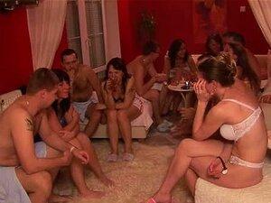 Swinger-Orgie-Party mit mehreren Paaren, die wilden Sex haben